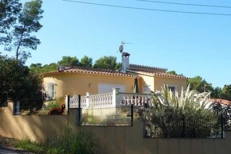 """Schönes Haus mitten im Grünen mit Blick auf die """"Montgri"""" in Pals"""
