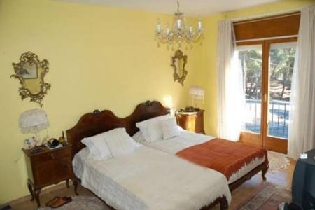 Gemütliches und geschmackvoll eingerichtetes Schlafzimmer