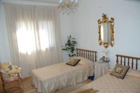 Weiteres elegant eingerichtetes Schlafzimmer