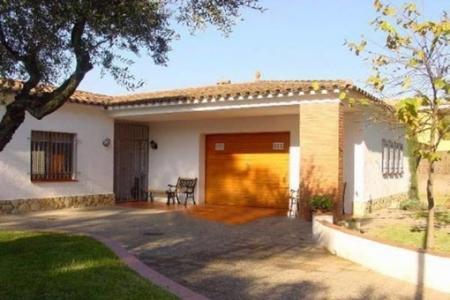 Gemütliches Haus mit großem Garten und rundum Terrasse in Pals