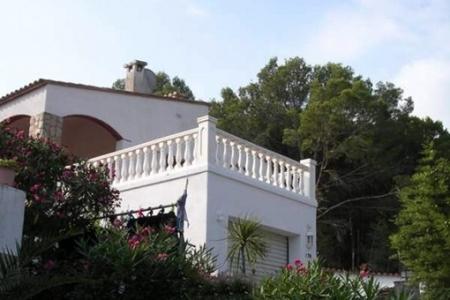 Imposantes Haus mit Turm, einem integrierten Solarium und wundervollem Blick auf das Meer in Pals