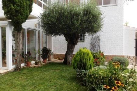 Freistehendes Haus mit zwei Wohnungen in Roses mit großem Garten