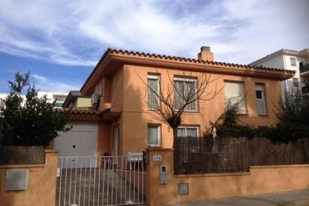 Sehr schöne, zweistöckige Doppelhaushälfte mit Garage und Garten in Roses-Mas Oliva