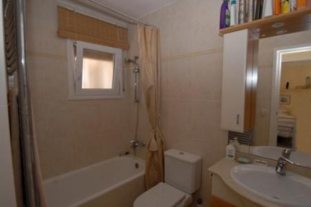Schönes, helles Badezimmer