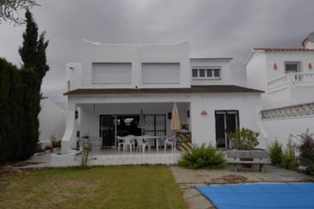 Urige Villa mit Pool  und architektonischen Highlights am großen Kanal in Ampuriabrava