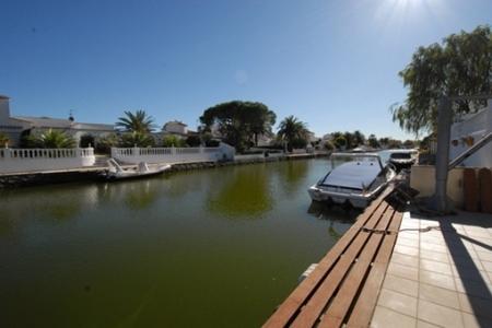 Bootsliegeplatz im Kanal